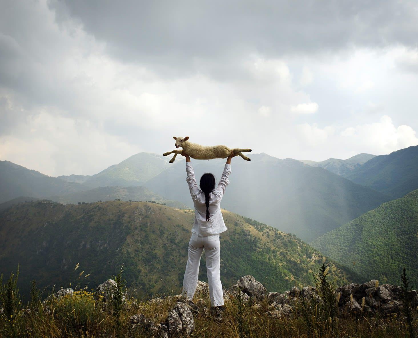 marina abramovic, holding the lamb, performance, photography, frieze