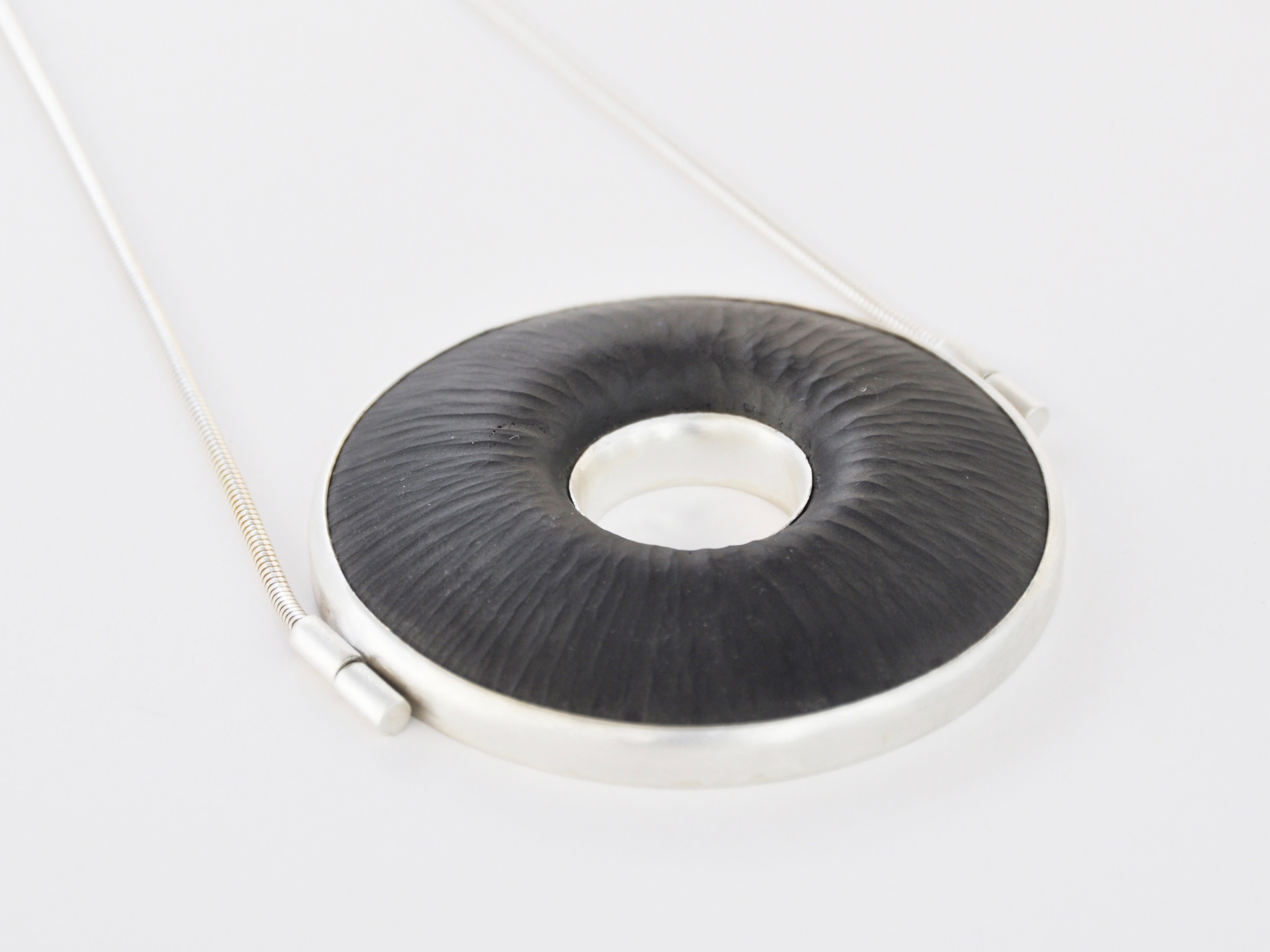 Marta Edöcs, FOCUS Necklace, cast and engraved glass, silver