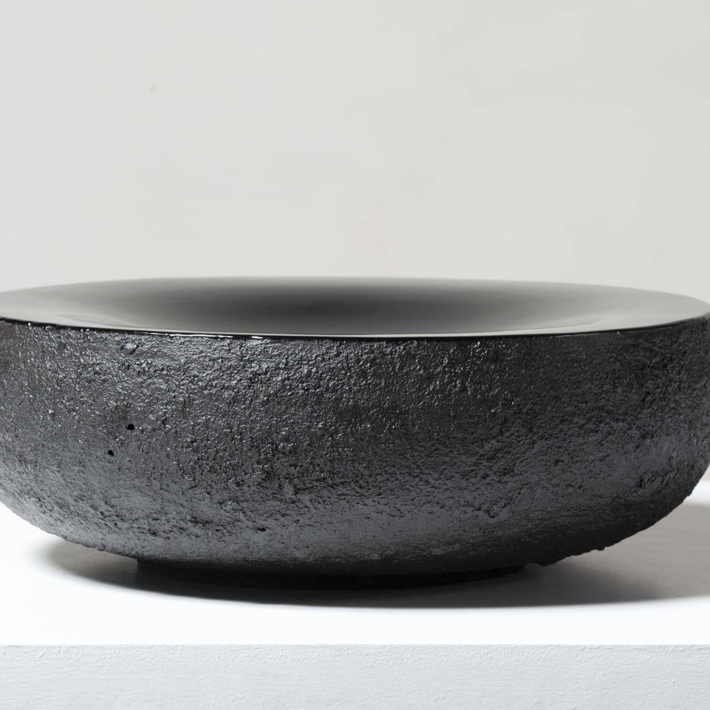 Toshio Matsui  Sculpture, 2018  Ceramic and lacquer  H 15.8 x D 47.5 cm