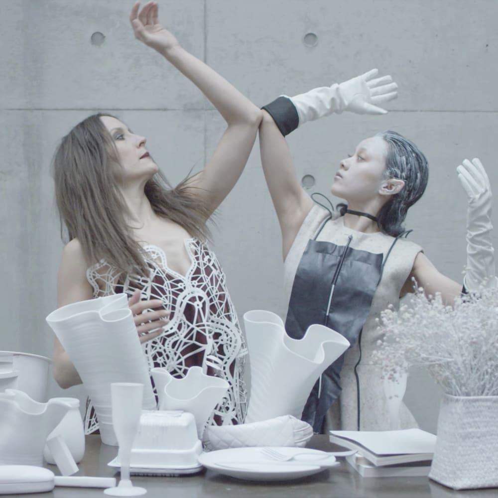 Yuan Keru, Moon and Sixpence, Three-Screen Video Installation, 15'15'', 2016