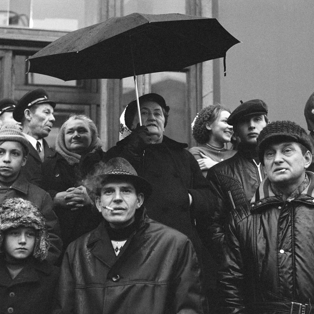 © Brian Griffin, Watching the Parade No 3, Moscow, 1974