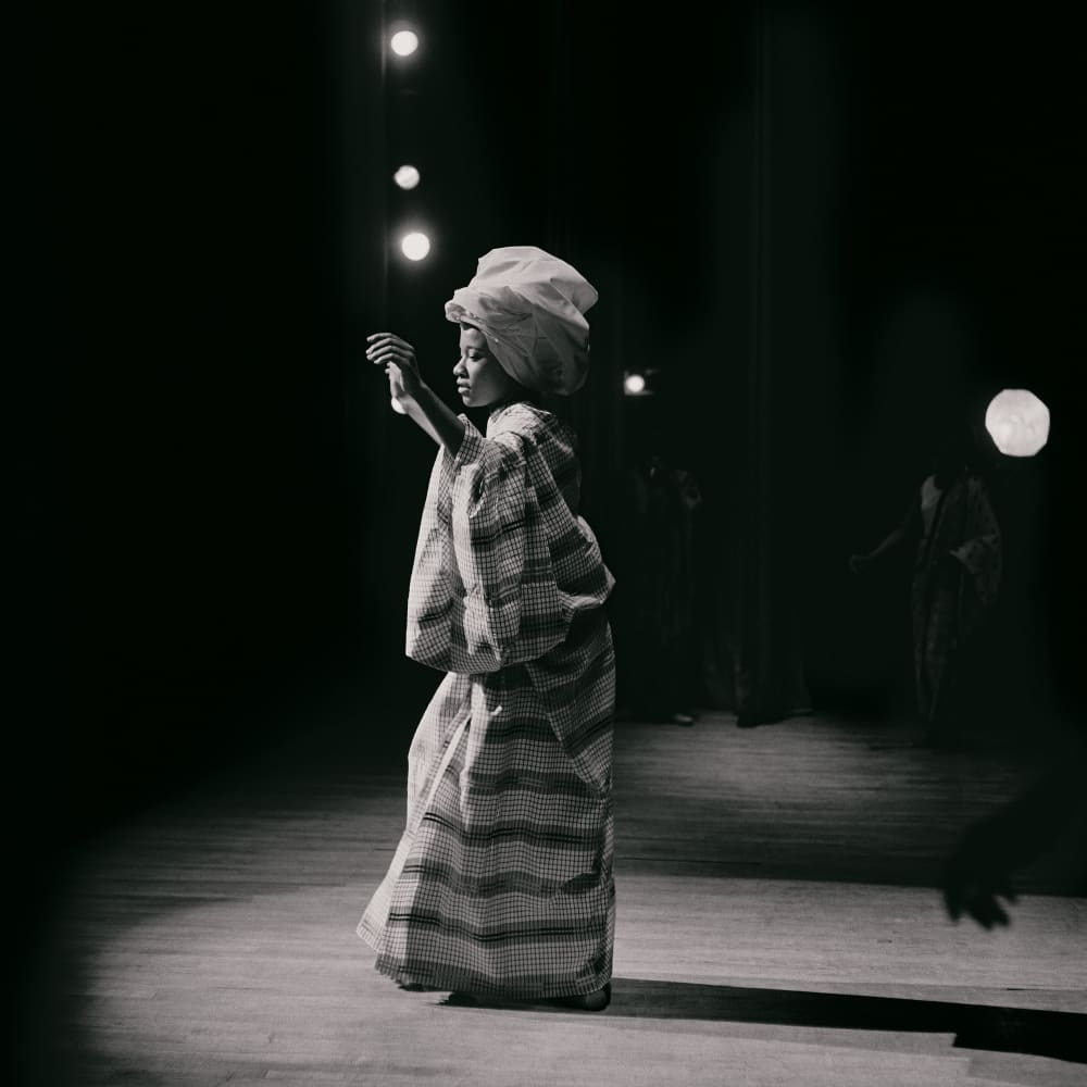 Kwame Brathwaite, Untitled (Pat on Stage at Apollo Theater) (1968). Archival pigment print.