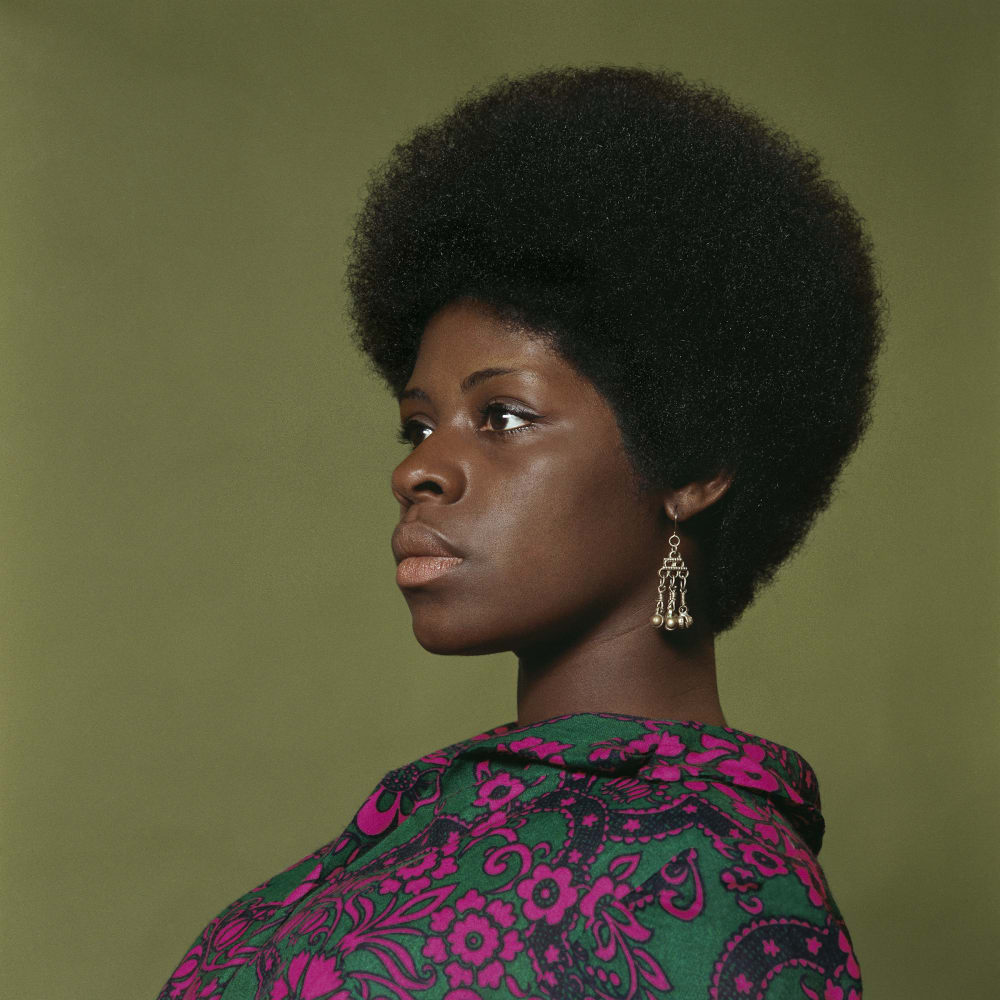 Kwame Brathwaite, Untitled (Sikolo Brathwaite at AJASS studios) (1968). Archival pigment print.
