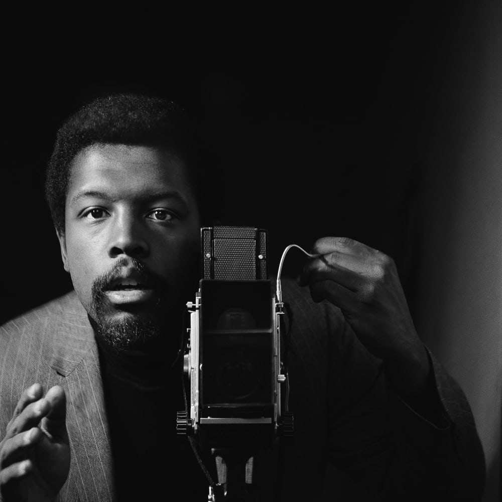 Kwame Brathwaite, Untitled (Kwame Brathwaite Self Portrait at AJASS Studios) (1964). Archival pigment print.