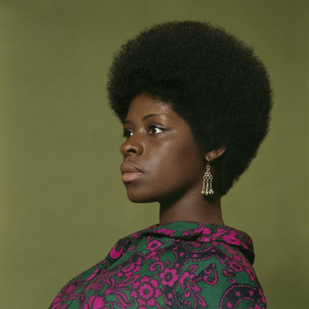 Kwame Brathwaite, Untitled (Sikolo Brathwaite at AJASS studios) (1968). Image courtesy of the artist and Philip Martin Gallery, Los Angeles.