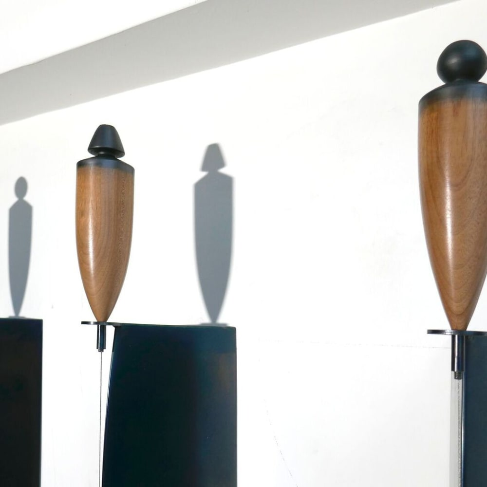 Osman Dinc - Plumb Men (detail) - 2019 - mahogany wood, tempered steel, varnish, graphite - 225 x 25 x 16 cm