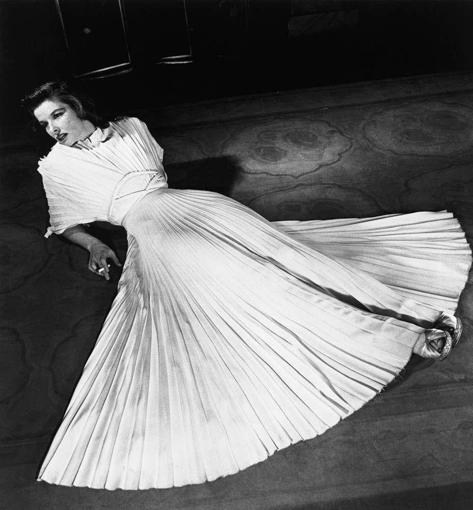 Alfred Eisenstaedt, Katharine Hepburn in pleated dress, 1938