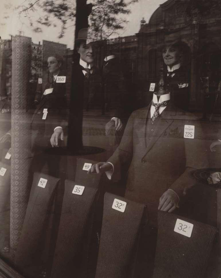 Eugéne Atget, Magasin, avenue des Gobelins, 1925
