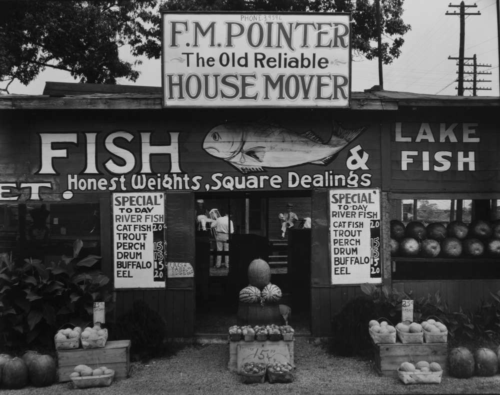 Walker Evans, Fish Market Near Birmingham, Alabama, 1936
