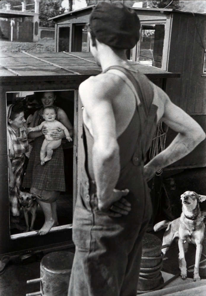 Henri Cartier-Bresson, Lock at Bougival, France, 1955