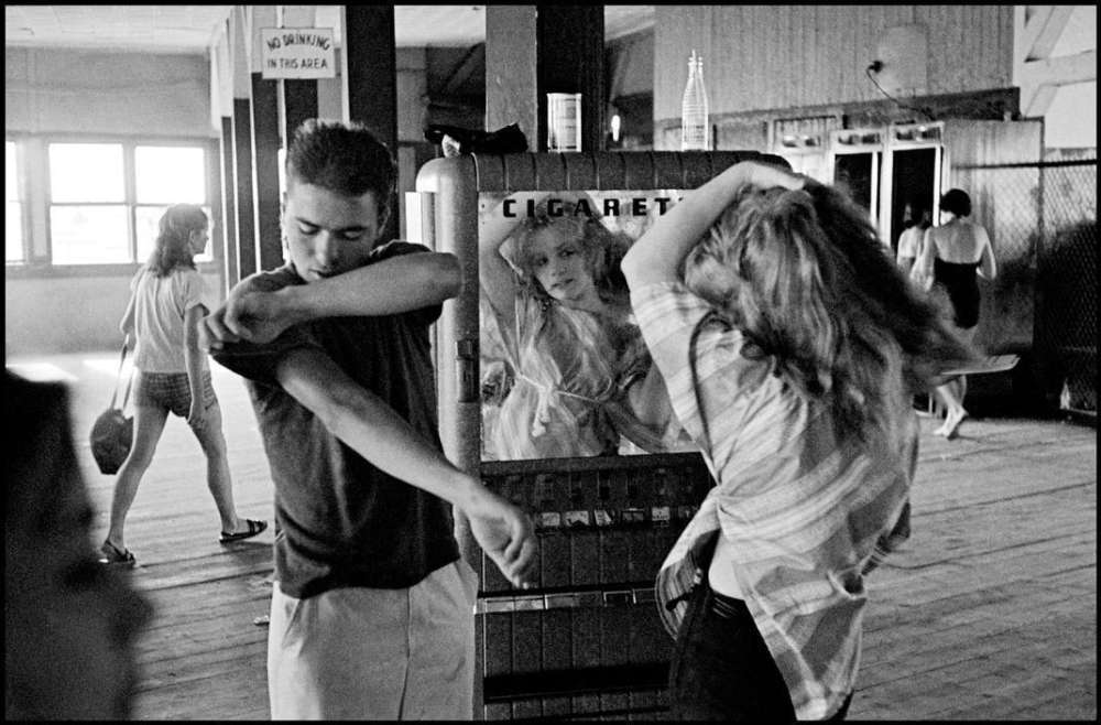 Bruce Davidson, Brooklyn Gang (Girl Fixing Hair in Cigarette Machine Mirror), 1959