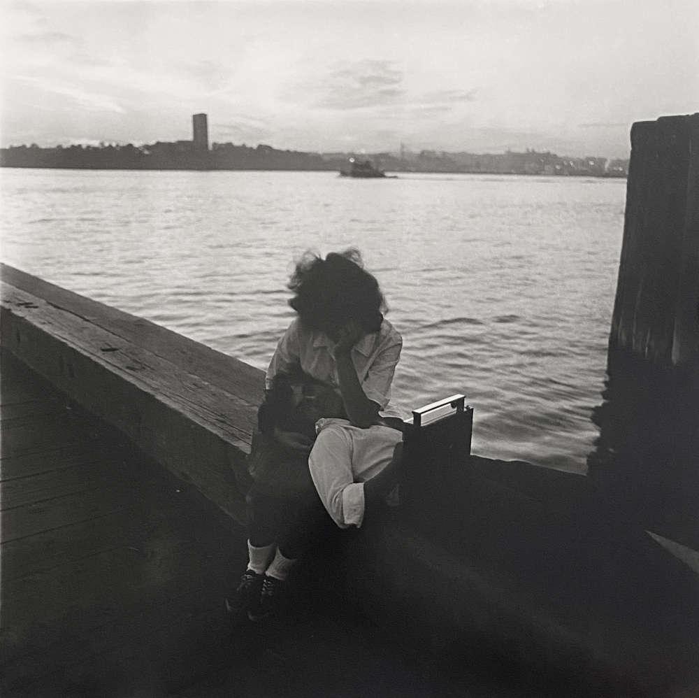 Diane Arbus, Couple on a pier, NYC, 1963