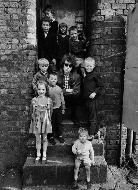 Barry Feinstein, Dylan and Kids, Liverpool, 1966