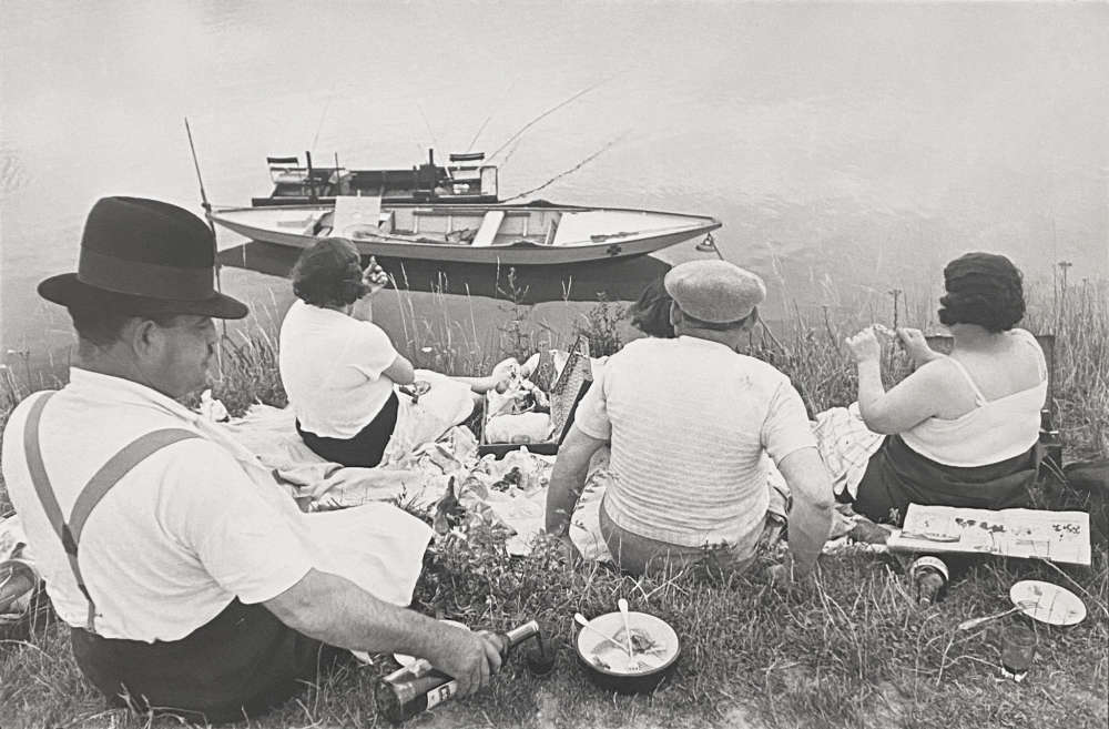Henri Cartier-Bresson, Picnic on the Banks of the Marne, 1938