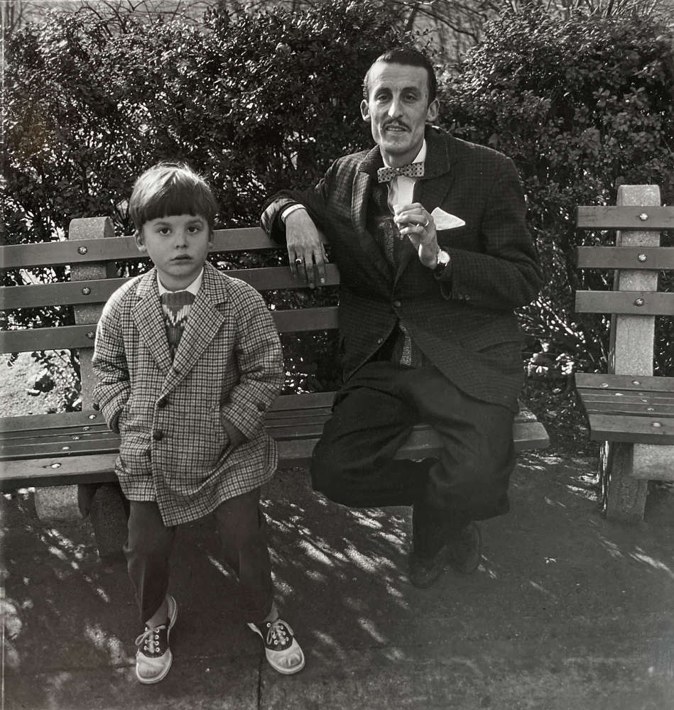 Diane Arbus, Man and a boy on a bench in Central Park, N.Y.C, 1962