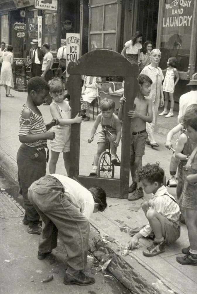 Helen Levitt, New York (Broken Mirror), c.1942