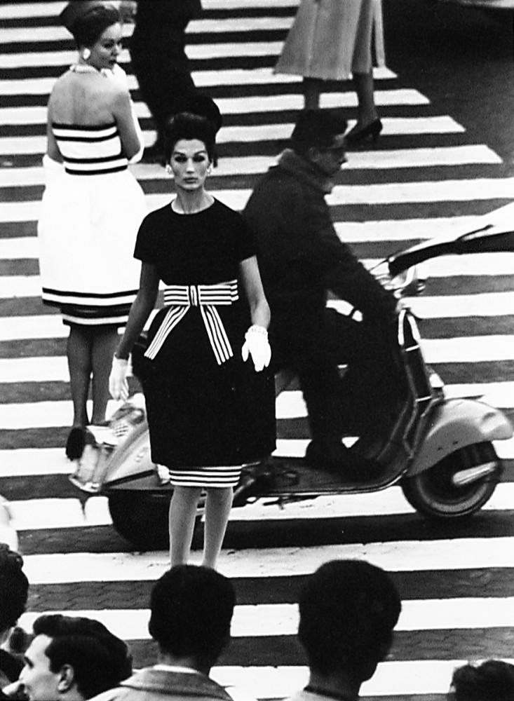 William Klein, Simone + Nina, Piazza di Spagna, Rome, 1960
