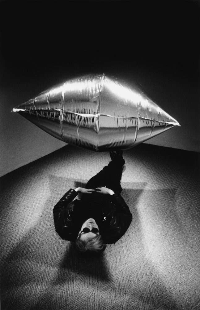 Steve Schapiro, Warhol Under the Silver Cloud, New York, 1965