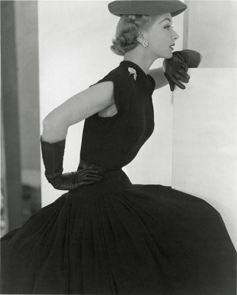 Horst P. Horst, Lisa Hat and Gloves, 1951