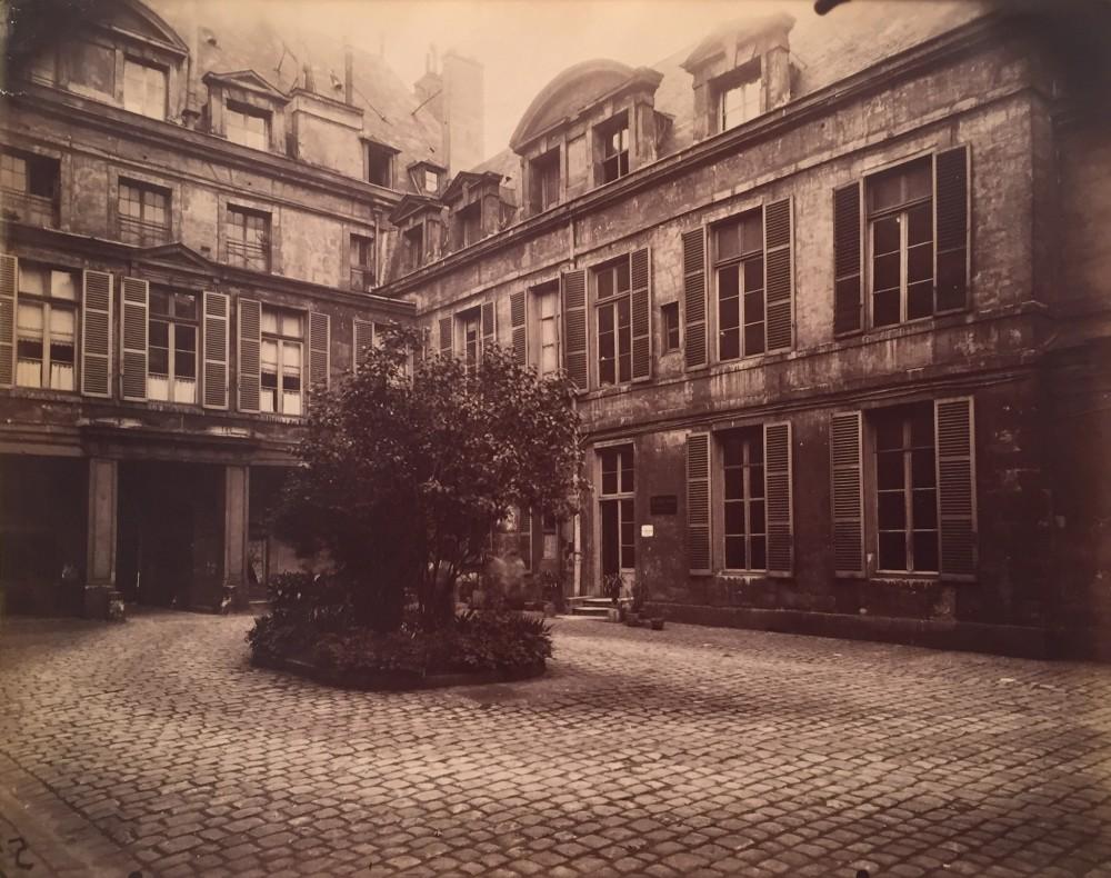 Eugene Atget, Hotel de Marechal de Chaulnes, Place de Vosges 9, 1911