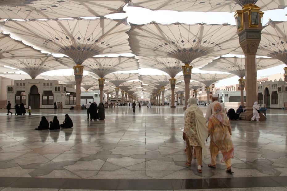 <em>Masjidal Nabawi (Mosque of llluminating Light). Medina. Saudi Arabia</em>, 2011