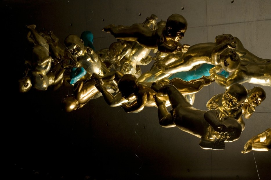 <em>Bita Fayyazi Kismet 50 gold-plated fiberglass and stainless steel life-size babies hanging from the ceiling 51st Venice Biennale Iranian Pavilion, 2005</em>