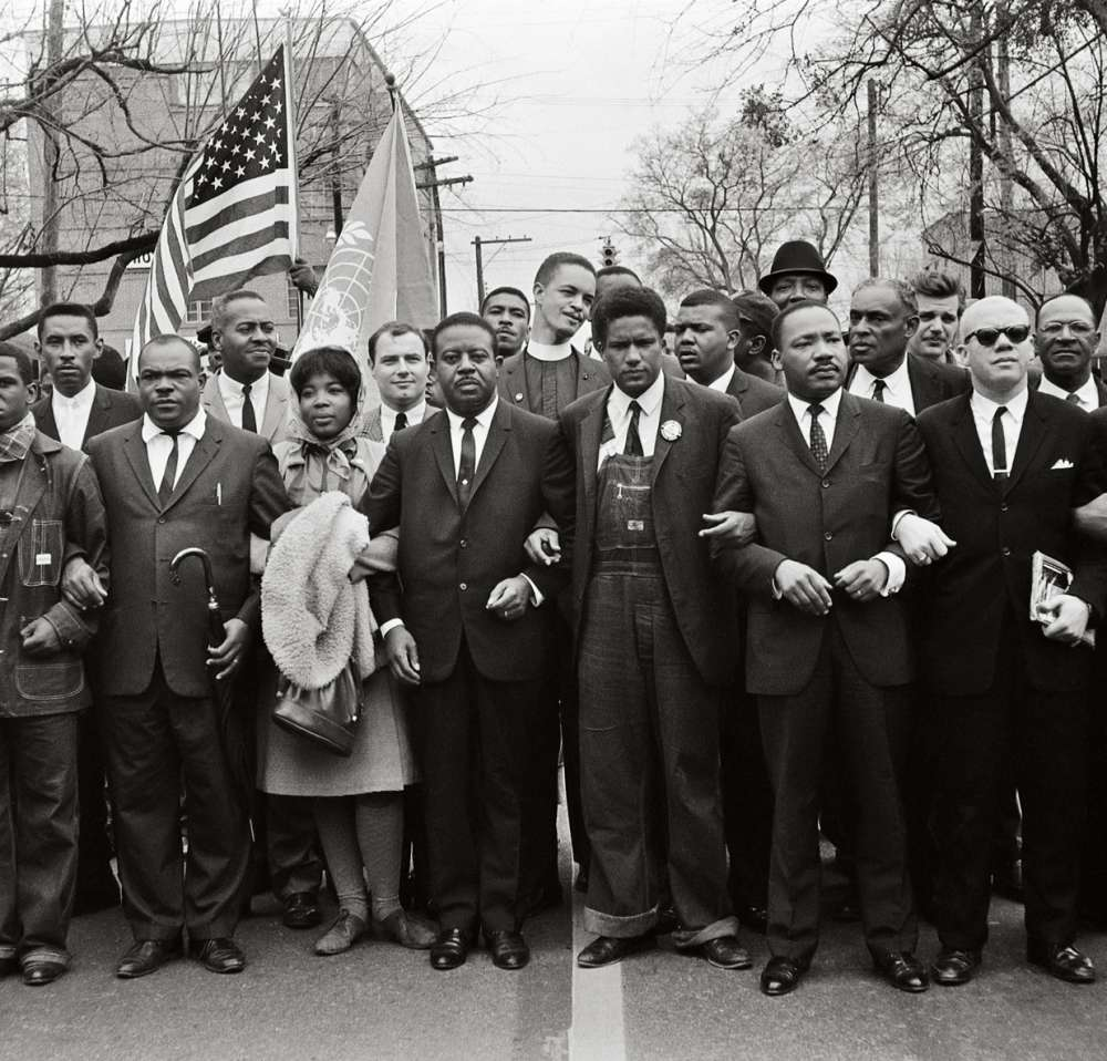 Steve Schapiro - Martin Luther King Jr. and Group Entering Montgomery
