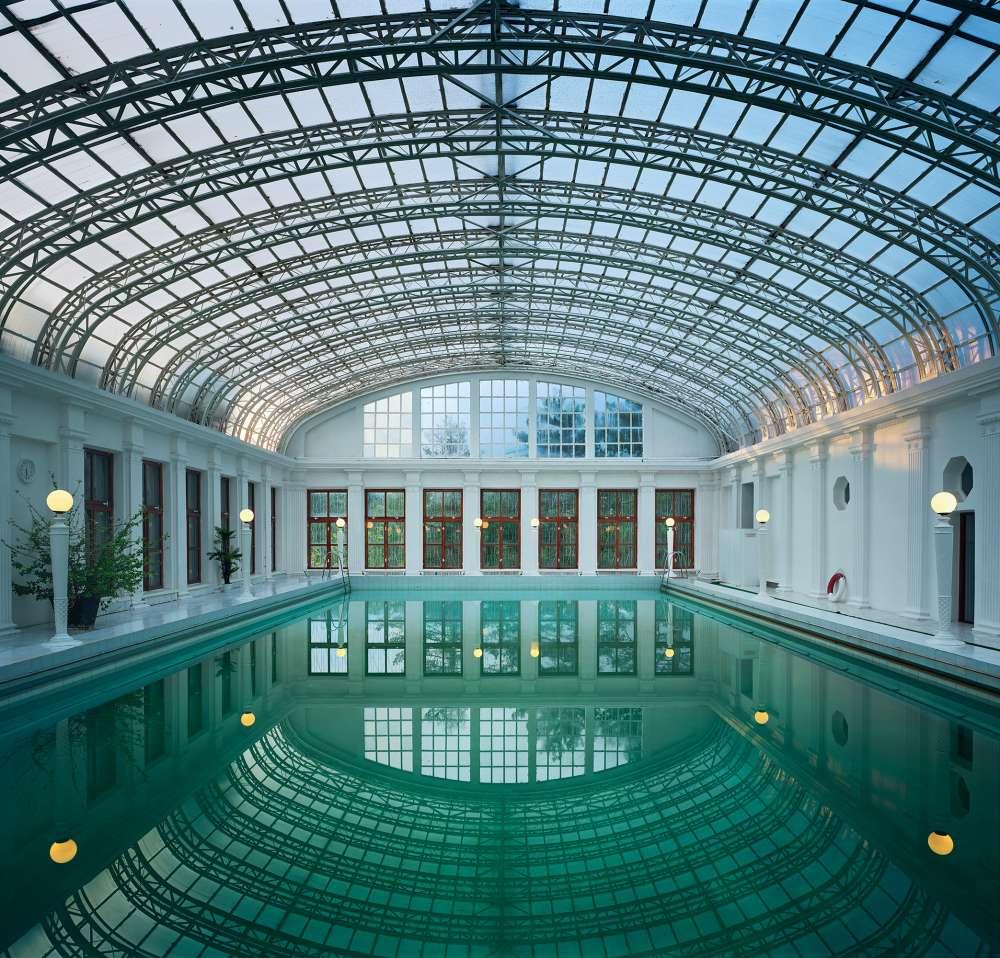 Andrew Moore, Swimming Pool, Ukraina Sanatorium, Yalta, 2003 - Artwork 32128