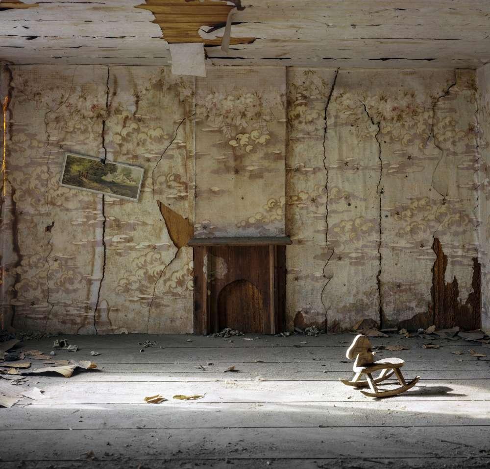 Andrew Moore, Dollhouse at Lyon Hall, Demopolis, AL, 2016 - Artwork 31664