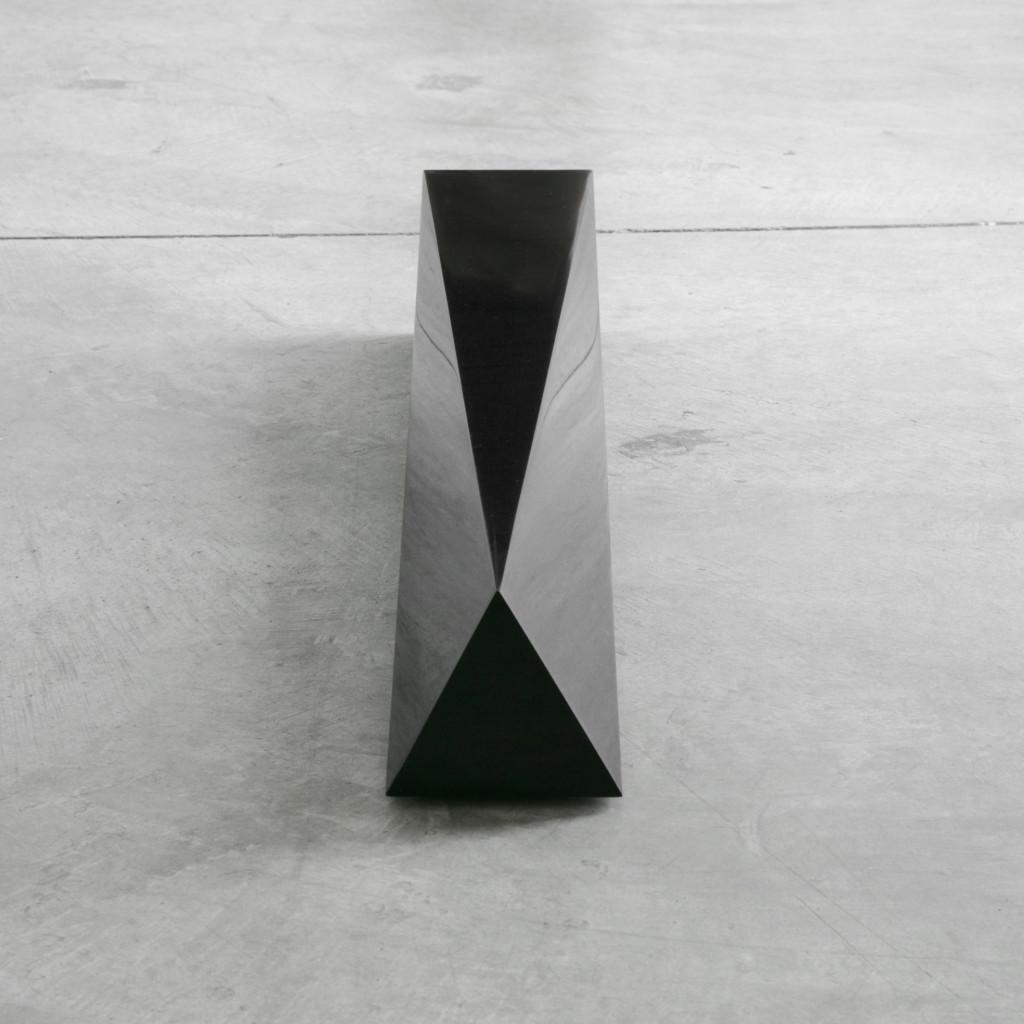 Autoritratto tra un Quadrato e un Triangolo / Self-Portrait in Between a Square and a Triangle