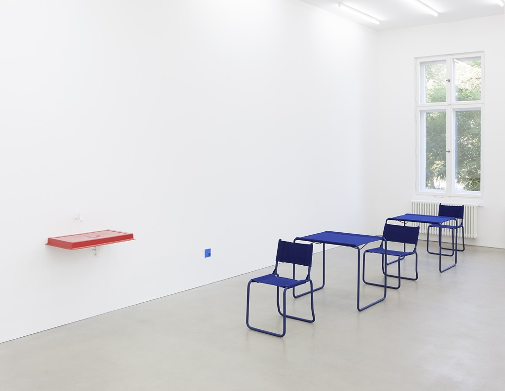 Sequence (chair, table, chair, table, chair)