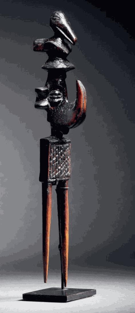 Yaka comb, D.R. Congo. Height: 15 cm. Image courtesy of Binoche & Giquello, Paris.