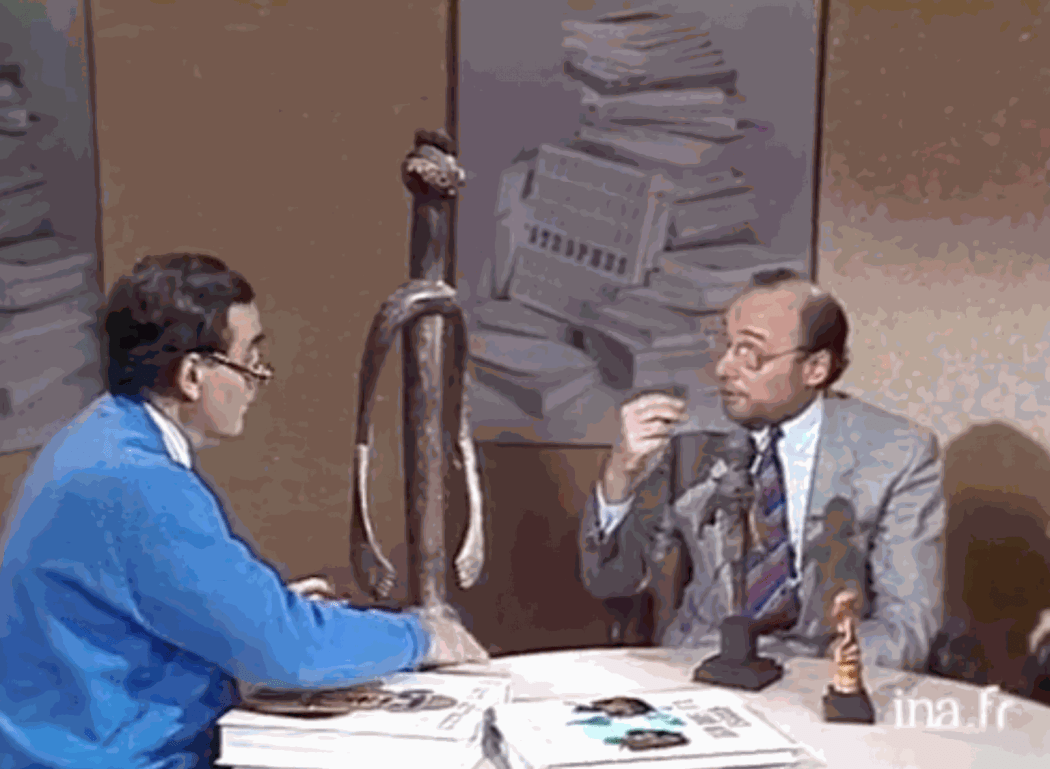 """Jacques Kerchache presents his new book """"L'Art africain"""" (Mazenod) on French television in 1988"""