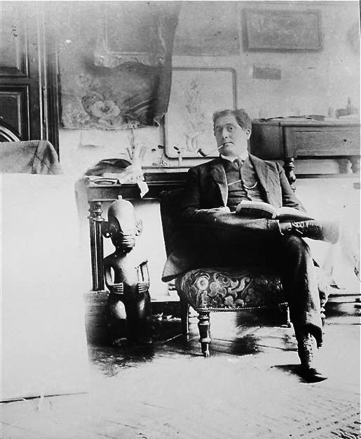 Guillaume Apollinaire in the atelier of Picasso, 1910.