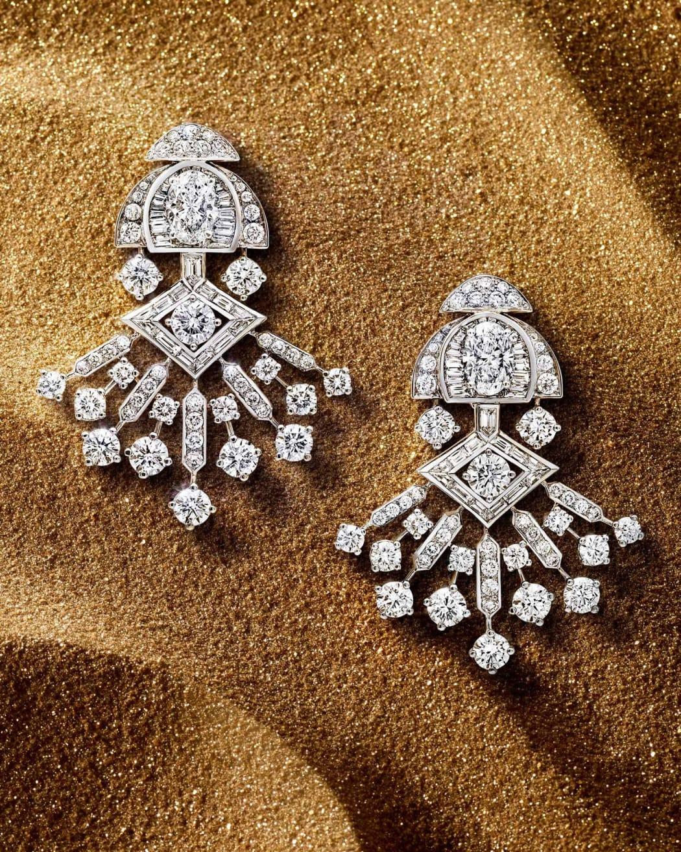13 carats Kota-inspired earrings by Graff