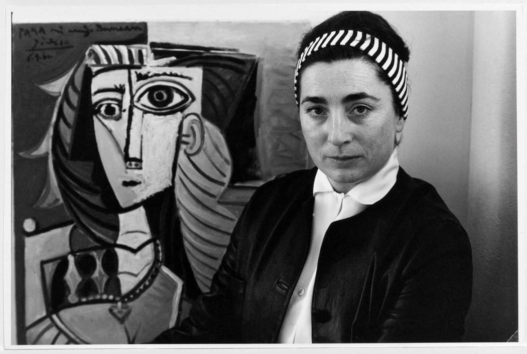 Photo of Jacqueline with a Picasso painting