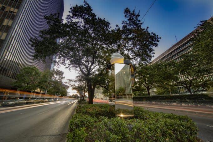 Kennedy Yanko, Three Ways, 2019, public installation along the 1200 block of Poydras Street in New Orleans.