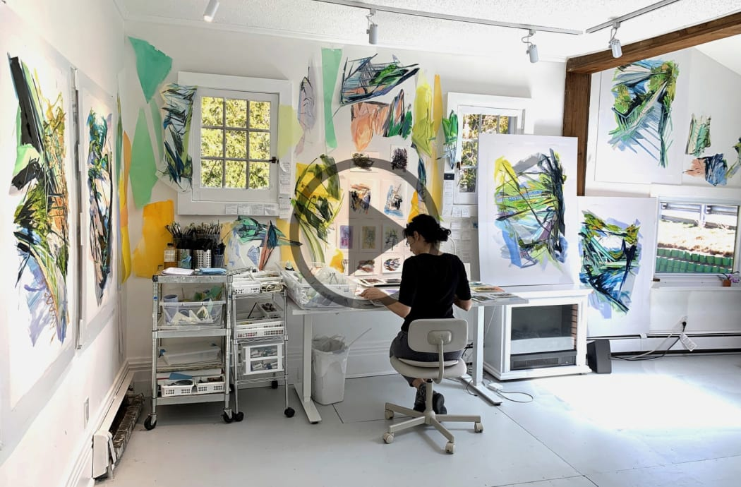 Linda Martinello working in her studio (click in to the page to access the video)
