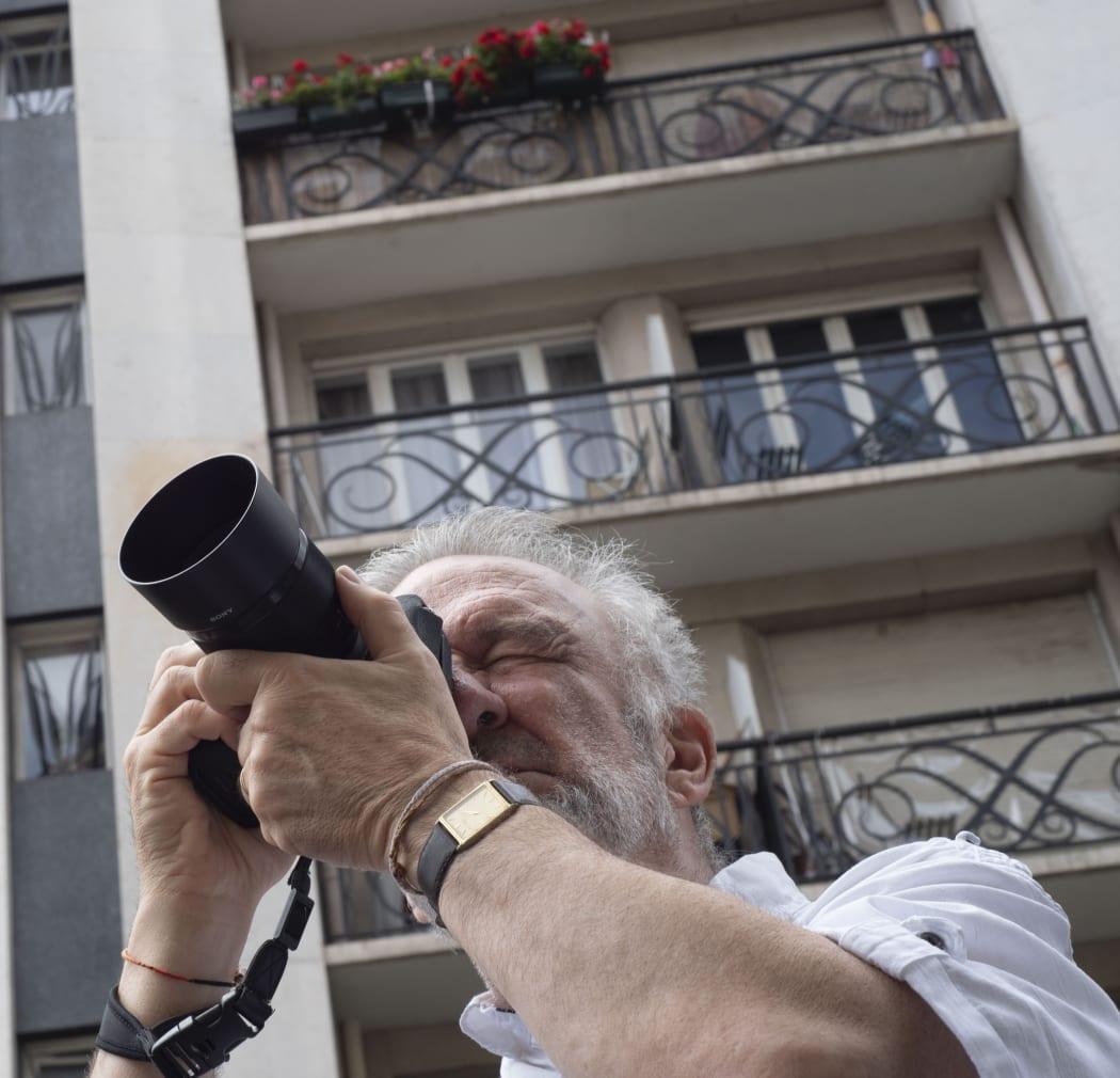 Jean-François Rauzier photographing in Paris, 2020.