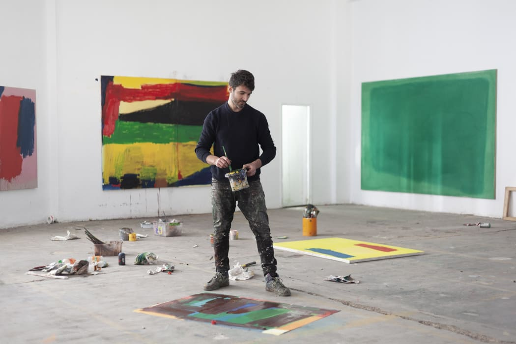 Nelo Vinuesa at work in his studio. Benifayó, Valencia, Spain, 2021. Courtesy of the artist