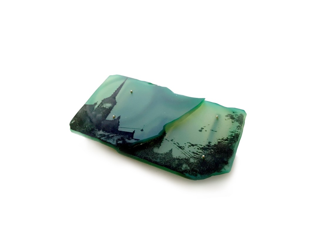 Alejandra Solar Aire Verde, 2017 Brooch Coloured agate, silver and print 7,5 x 4 x 0,5 cm