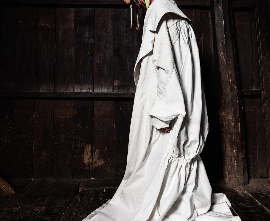 Tatchatrin Choeychom, Mu Lon - The granny in the white dress