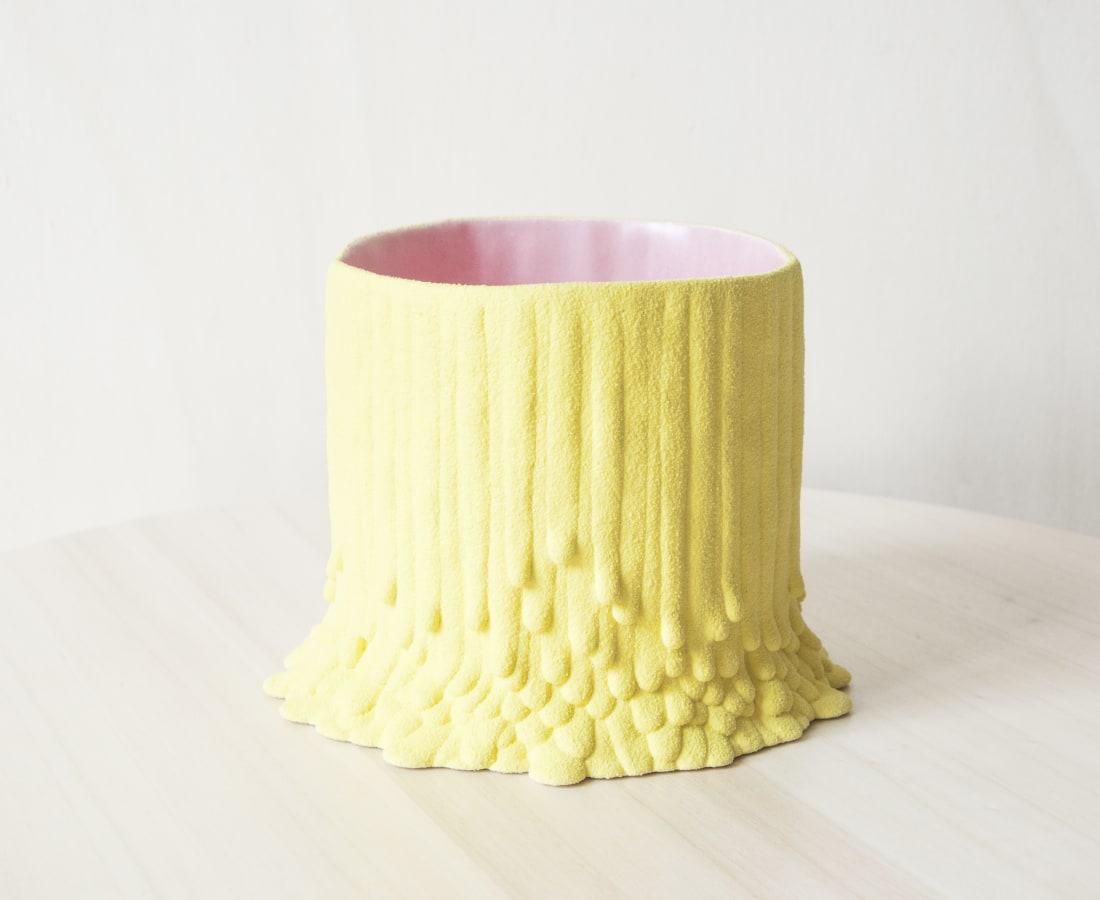 Cécile Bichon, Cache-pot souche basaltique M jaune sablé au cœur rose