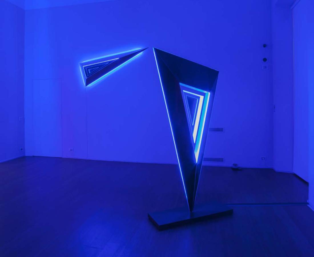 Nanda Vigo: Light Trek - ABC-ARTE Contemporary art Gallery - 2014-2015 Deep Space, 2014, 190 x 65 x 15 cm - 74 12/16 x 25 9/16 x 5 14/16 ins, specchio, vetro e luci neon Deep Space, 2014, 200 x 100 x 40 cm - 78 11/16 x 39 5/16 x 15 11/16 ins, specchio, vetro e luci neon