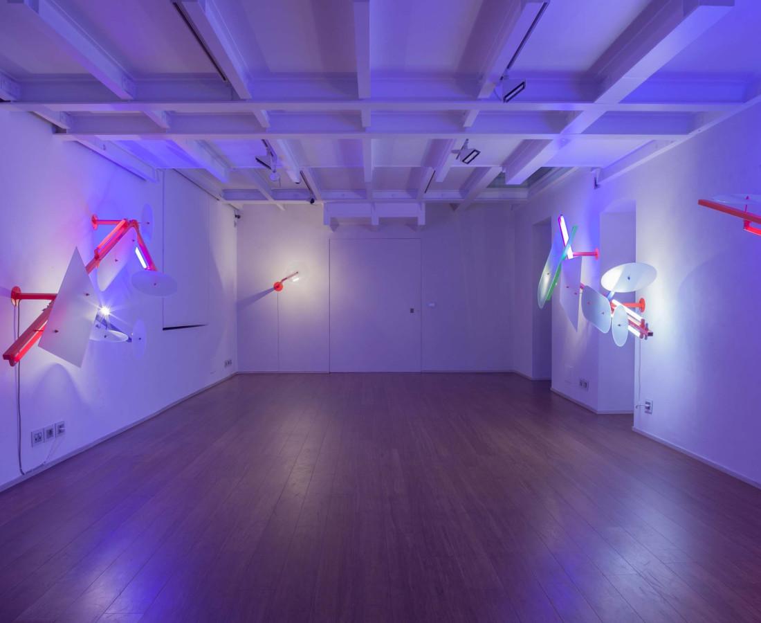 Nanda Vigo: Light Trek - ABC-ARTE Contemporary art Gallery - 2014-2015 Light Tree, 1984-85, 245 x 90 x 45 cm - 96 7/16 x 35 6/16 x 17 11/16 ins, ferro verniciato, tubi fluorescenti e alogene, vetro lavorato Light Tree, 1984-85, 250 x 90 x 49 cm - 98 6/16 x 35 6/16 x 19 4/16 ins, ferro verniciato, tubi fluorescenti e alogene, vetro lavorato Light Tree, 1984-85, 290 x 90 x 45 cm - 114 2/16 x 35 6/16 x 17 11/16 ins, ferro verniciato, tubi fluorescenti e alogene, vetro lavorato