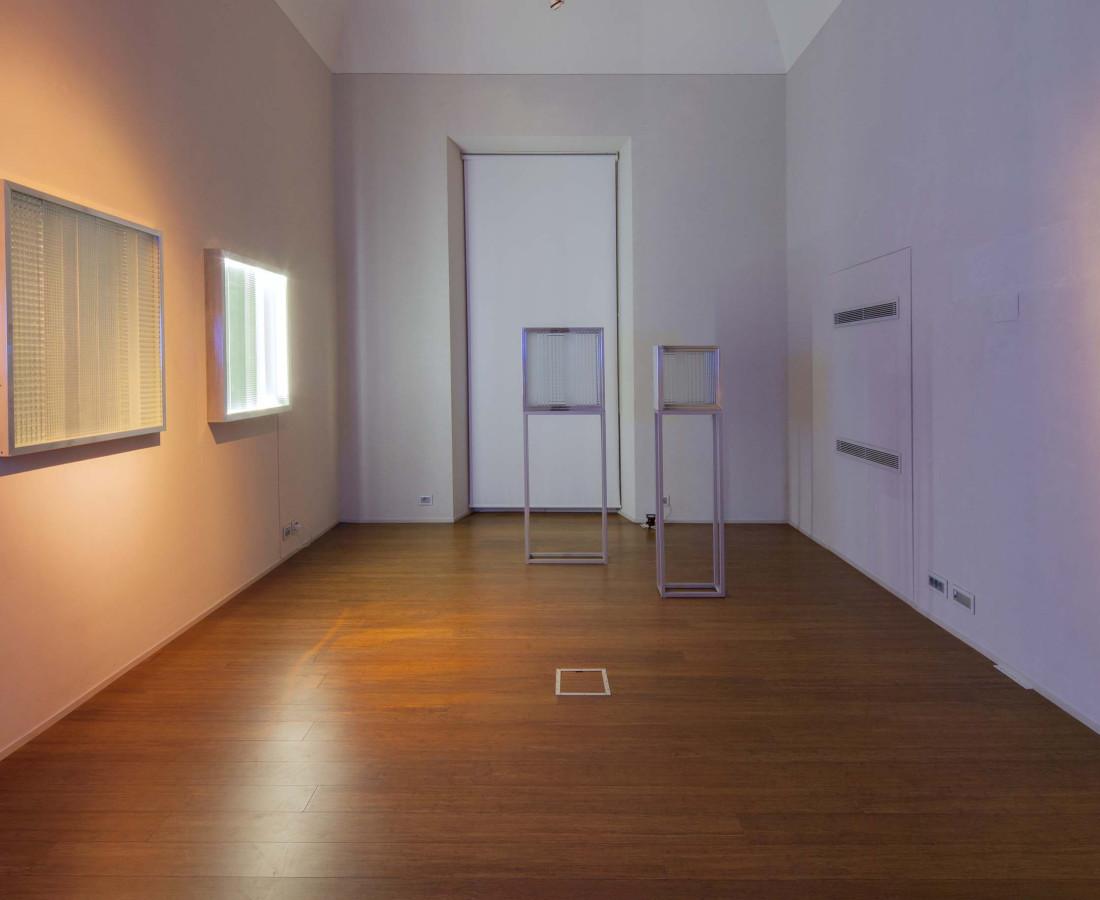 Nanda Vigo: Light Trek - ABC-ARTE Contemporary art Gallery - 2014-2015 Osiris, 2008, 80 cm - 31 7/16 ins, glass, mirror and neon light Cronotopo, 1963, 100 x 100 x 5 cm - 39 5/16 x 39 5/16 x 1 15/16 ins, telaio in alluminio, vetro soffiato e specchio Cronotopo, 1964, 60 x 60 x 7 cm - 23 9/16 x 23 9/16 x 2 12/16 ins, telaio in alluminio, vetro soffiato e specchio Base, 1966, 60 x 20 x 110 cm - 23 9/16 x 7 13/16 x 43 4/16 ins, alluminio Base, 1966, 40 x 20 x 215 cm - 15 11/16 x 7 13/16 x 84 10/16 ins, alluminio Cronotopo, 1967, 100 x 100 x 10 cm - 39 5/16 x 39 5/16 x 1 15/16 ins, telaio in alluminio, vetro soffiato,specchio e tubo di neon