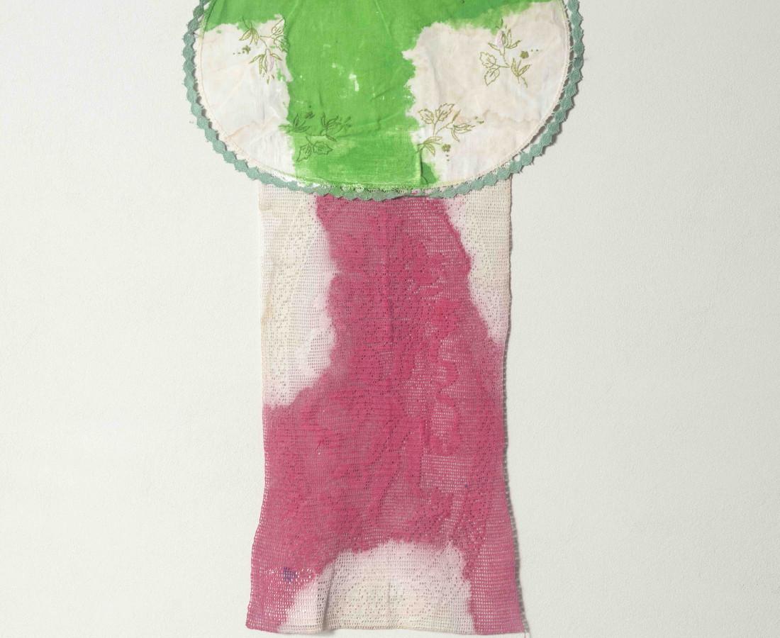 Erbern - Pinelli - Viallat: Claude Viallat, Untitled 051, 2010, 63 x 35 - 24 3/4 x 13 3/4 in, acrilico su tessuto