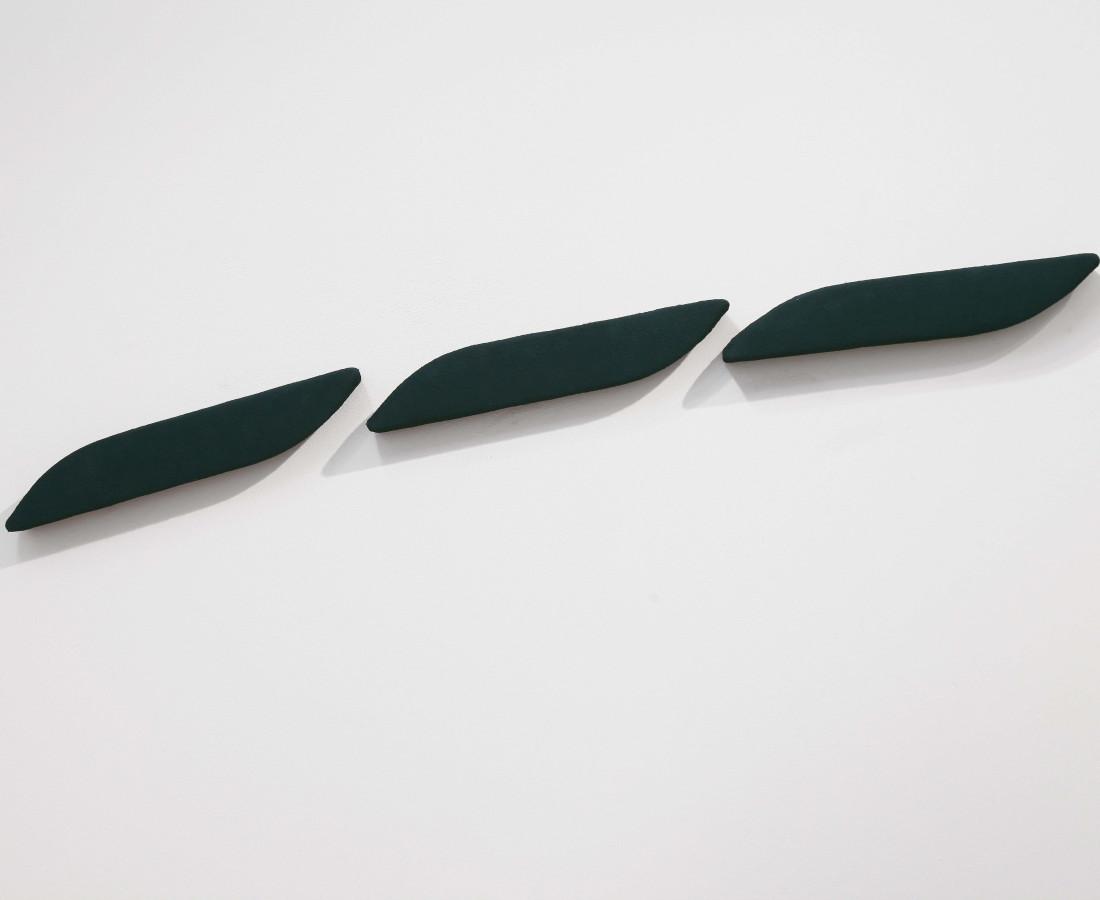 Erbern - Pinelli - Viallat: Pino Pinelli, Pittura GR 3 elementi, 1977, 7 x 41 cm - 2 3/4 x 16 1/8 in, tecnica mista