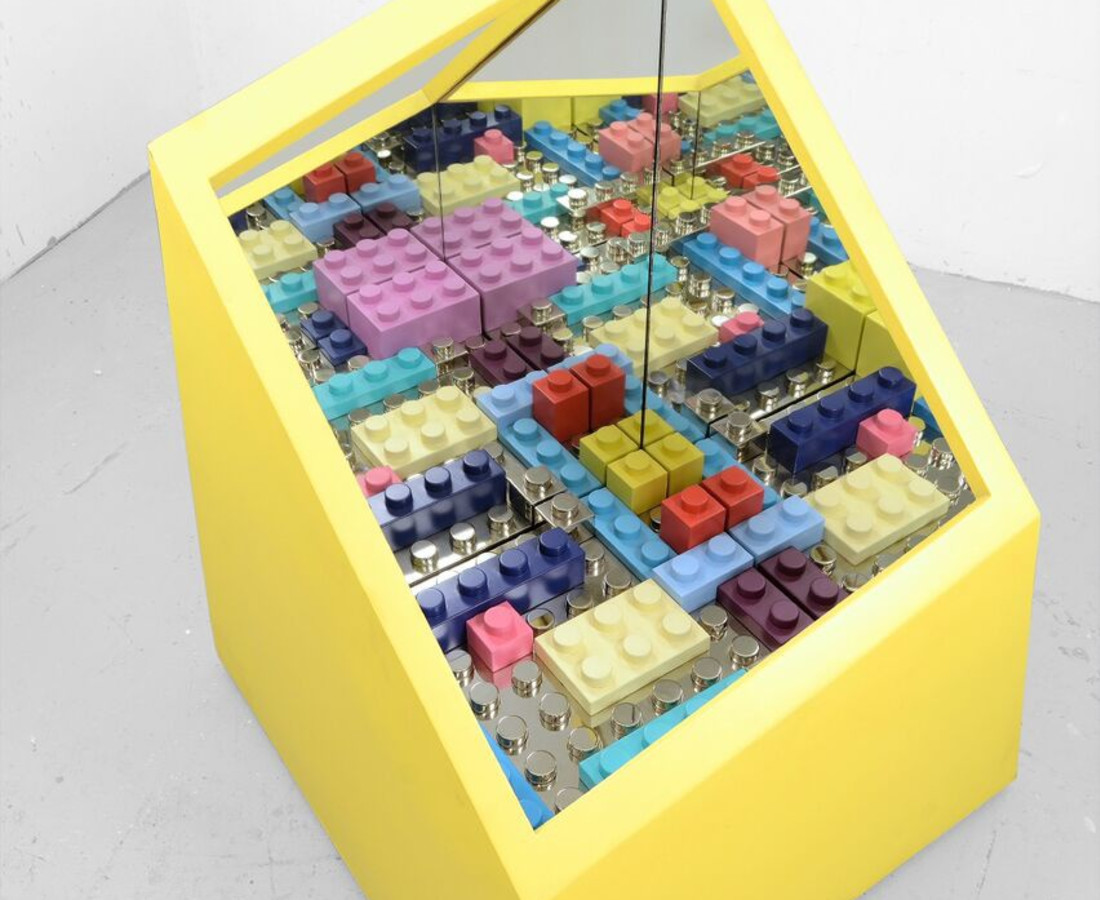 Matteo Negri: particolare Kamigami box / yellow, 2015 ferro cromato, legno e specchio, esemplare unico 88 x 88 x 115 cm