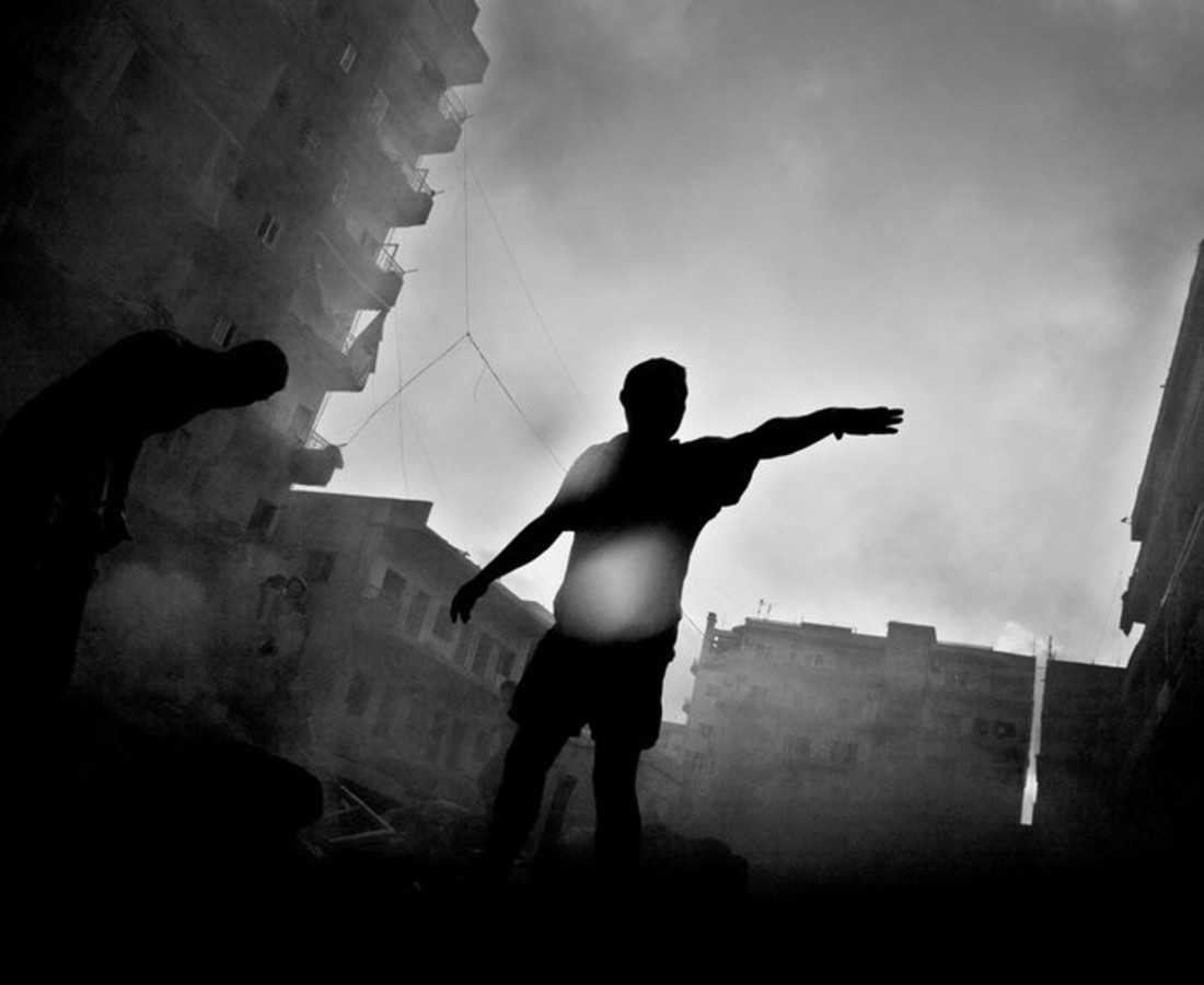 Paolo Pellegrin, Moments after Israeli aircraft hit a building in downtown Tyre., July 2006